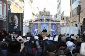 Quinze cents scientologues et alliés du Canada et des États-Unis se sont rassemblés devant le 665 rue Saint-Joseph, au cœur du quartier Nouveau Saint-Roch dans la Basse-Ville de Québec pour inaugurer cette nouvelle Église.