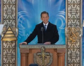 David Miscavige, Président du conseil d'administration du Religious Technology Center et chef ecclésiastique de la religion de Scientologie, a inauguré la nouvelle Église de Scientologie de Québec.