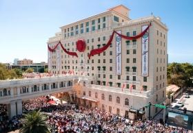 Cette journée était à plus forte raison historique, étant donné que le Président du Religious Technology Center, David Miscavige, donnait le discours d'inauguration, marquant ainsi une nouvelle ère pour le «joyau de Clearwater».