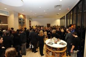 Après la cérémonie d'inauguration du bâtiment rénové du 2761, avenue Emerson, les personnes présentes ont visité la nouvelle Église de Scientologie et Celebrity Centre de Las Vegas.